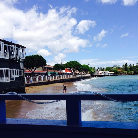 Ono Gelato Company Lahaina : The view from the deck