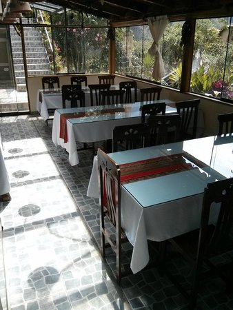 Ccapac Inka Ollanta : Breakfast seating