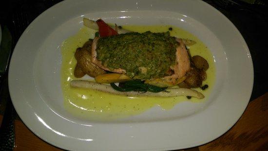 The Salmon House: My salmon meal