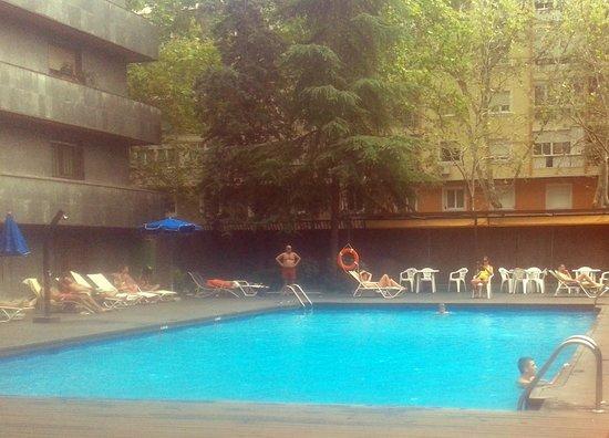 Senator Castellana Hotel : Buena piscina