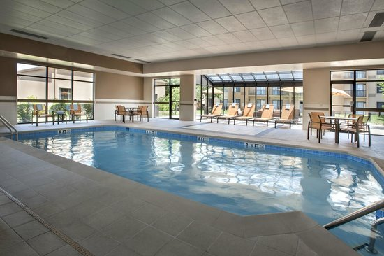 Courtyard by Marriott Philadelphia Airport: Indoor Pool