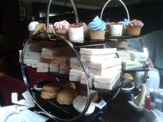 London Bridge Hotel : Afternoon tea for 4!!