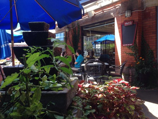 The Church Key Bistro-Pub : Superb patio!