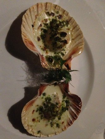 Scallops baked in the shell with Dalmatian cheese & herbs