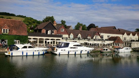 The Swan at Streatley: View of hotel from Goring bridge