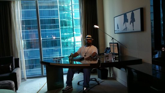 JW Marriott Marquis Miami: Me at the desk