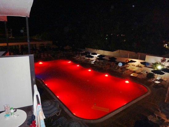 Belair Beach Hotel : вид на бассейн с балкона