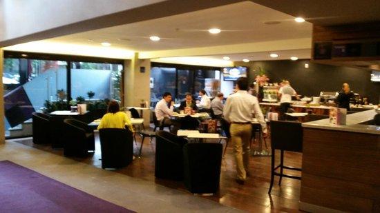 Las Suites: Cafeteria