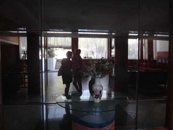 Belair Beach Hotel : в холле отеля