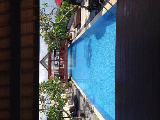 Sing Ken Ken Lifestyle Boutique Hotel : Rooftop pool