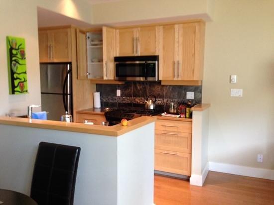 Cox Bay Beach Resort: kitchen diner