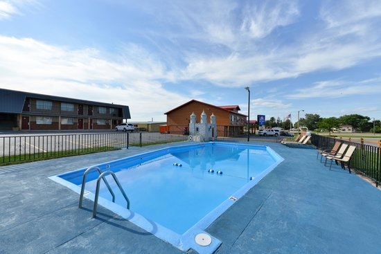 America's Best Value Inn : Pool area