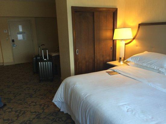 Sheraton Lincoln Harbor Hotel: llegando a la habitación