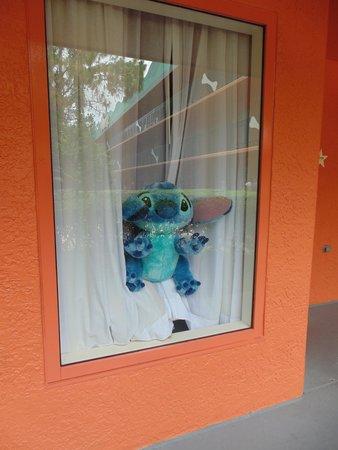 Disney's All-Star Sports Resort : Ventanas amplias decoradas por pax