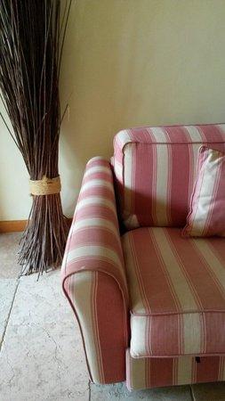 SENTIDO Pula Suites Hotel Golf & Spa: Sofa in Suite