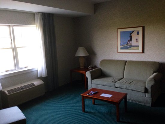 Ramada Saco/Old Orchard Beach Area: Living area of Suite 415