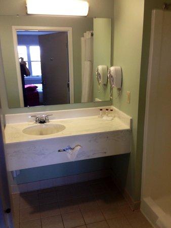 Ramada Saco/Old Orchard Beach Area: Bathroom in Room 415
