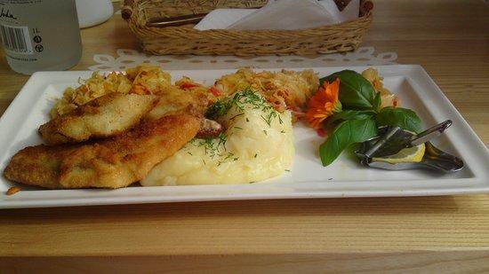 Polskie Smaki: sandacz z ziemniakami i kapusta