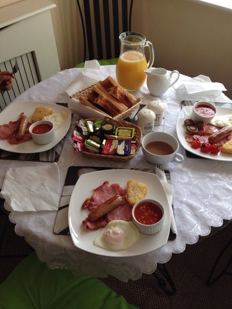 Aparthotel Blackpool: Yummy breakfast delivered to our room