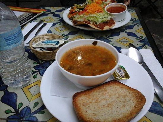 Dona Luisa Xicoteneatl : dinner