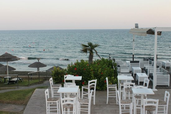 Atlantica Bay Hotel: Strandområde