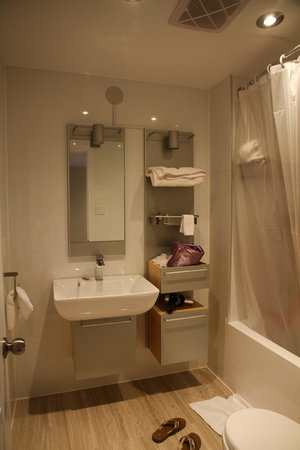 Sunset Suites: bathroom of rm 302