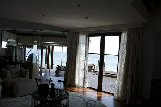 Jumeirah Vittaveli: Villa - Living room