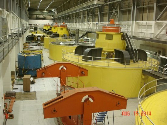 Glen Canyon Dam : The eight hydroelectric generators