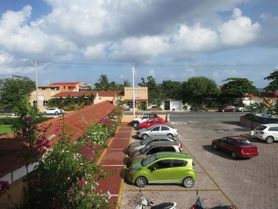 Hotel Cozumel and Resort: view from our second floor room