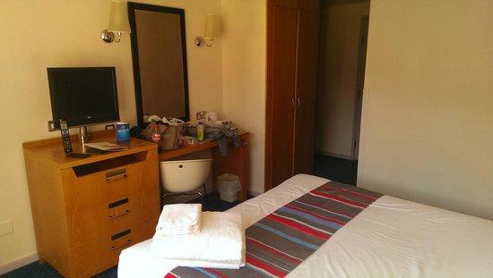 Travelodge Bath Waterside: Room