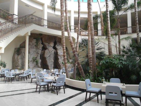 Atlantica Imperial Resort & Spa: Atrium
