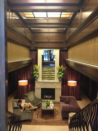 Walker Hotel Greenwich Village: Welcoming lobby with cozy fire!