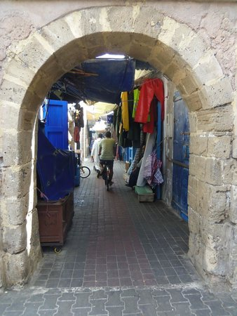 Murallas de Esauira: une des rues commerçante