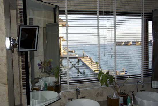 Jumeirah Vittaveli: Villa bathroom