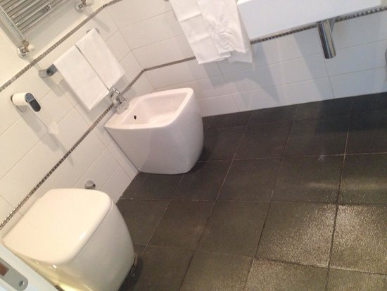 Hotel de Rome: The bathroom
