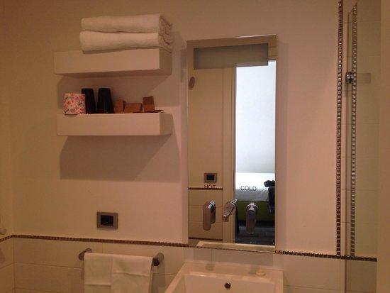 Hotel de Rome: Bathroom mirror