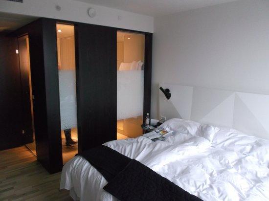 AC Hotel by Marriott Bella Sky Copenhagen: the bathroom glass