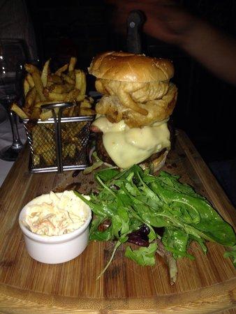 The Halfway Inn: Mmm burger!