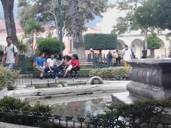 La Plaza (Parque Central): plaza
