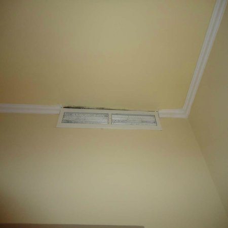 Majestic Palace Hotel : Air Con Vent Room 4