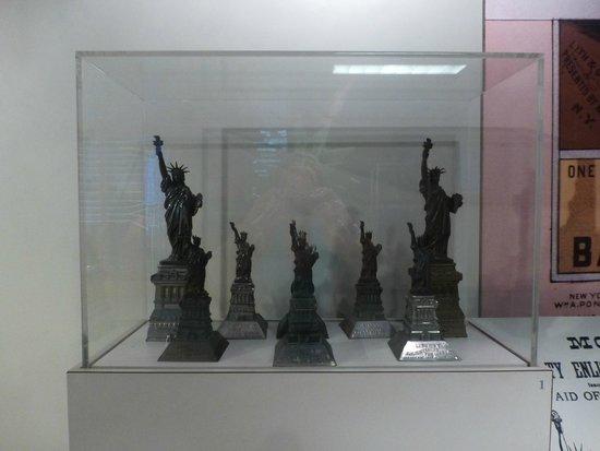 Statue de la liberté : Museo - modelos de estatua