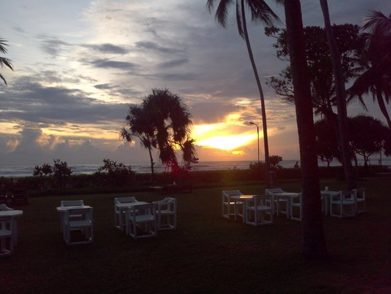 Tangerine Beach Hotel: Sunset
