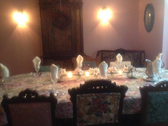 The Laurel Oak Inn: ready for breakfast