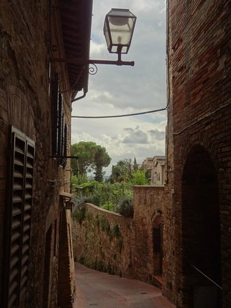 Walkabout Florence Tours: Narrow streets of St. Gimignano