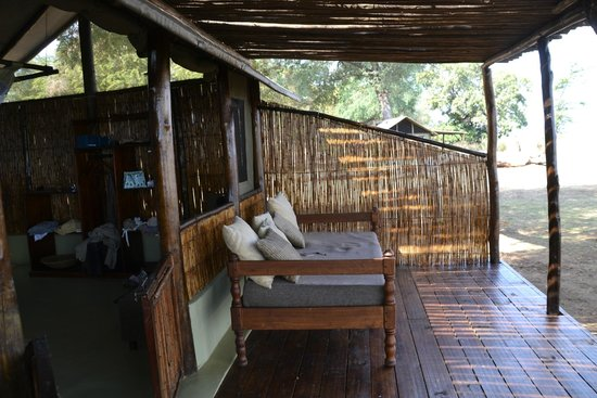 Old Mondoro Bush Camp : verandah