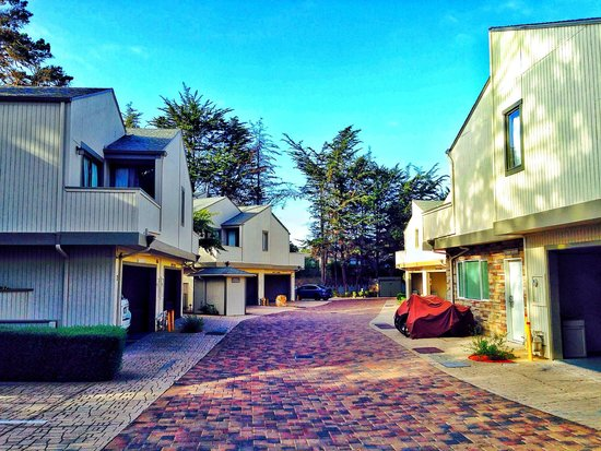 BEST WESTERN The Inn & Suites Pacific Grove : Hotel grounds
