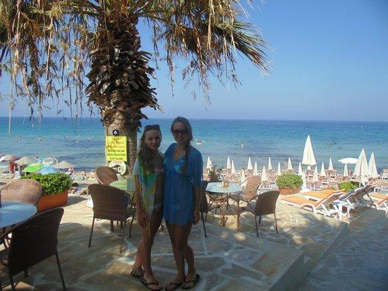 я с подружкой на прекрасном Ladies Beach