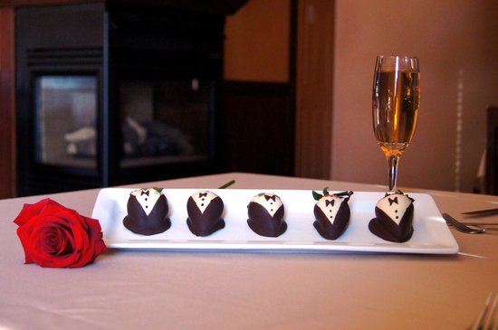 South Thompson Inn & Conference Center: Strawberries & Champagne