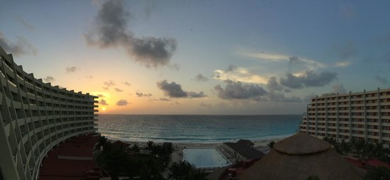 Crown Paradise Club Cancun: Sunrise view from our room
