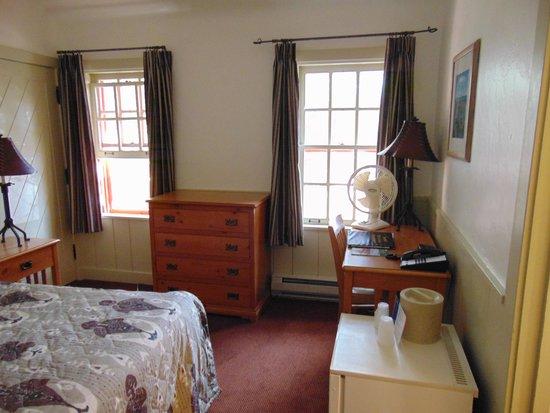 Bright Angel Lodge: bedroom